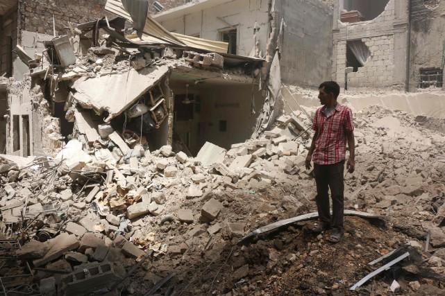 Au moins 25 personnes ont été tuées samedi en Syrie par des frappes aériennes... (PHOTO THAER MOHAMMED, archives AFP)