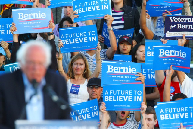 Nombre de partisans de « Bernie » voient Hillary Clinton... (PHOTO Bill Wechter, AFP)