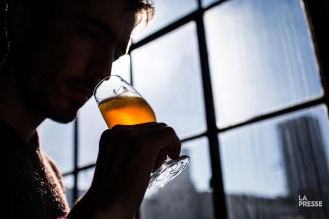 Douze bières IPA versées dans des verres identiques ont été soumises à... (PHOTO EDOUARD PLANTE-FRÉCHETTE, LA PRESSE)