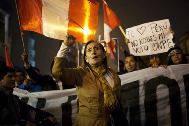 Des partisans de Pedro Pablo Kuczynski chantent des... (PHOTO AP)