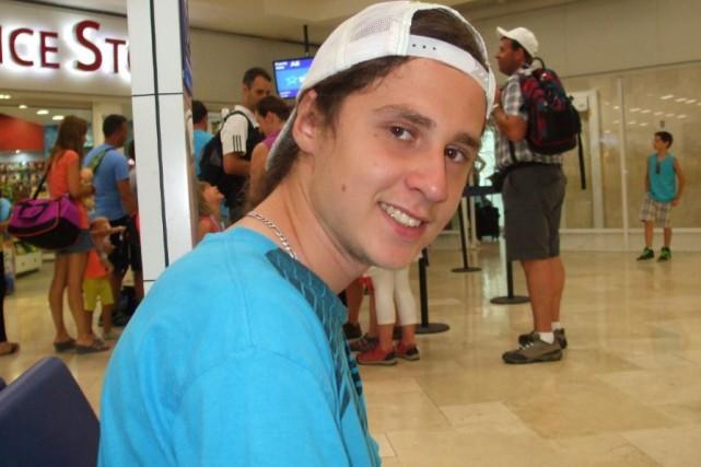 Jordan Roy, 19 ans, est porté disparu depuis... (Fournie par le Service de police de Lévis)