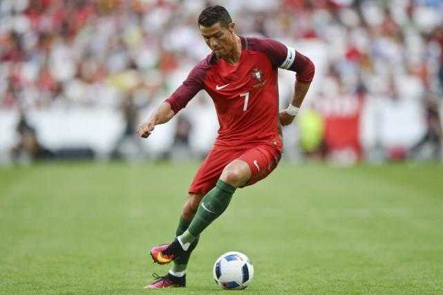Cristiano Ronaldo est désormais le sportif le mieux... (AFP, Patricia De Melo Moreira)