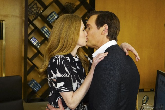 Peter Krause et Mireille Enos dans The Catch,... (PHOTO FOURNIE PAR ABC)