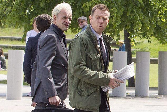Ewan McGreggor et Jonny Lee Miller dans une... (The Daily Mail)