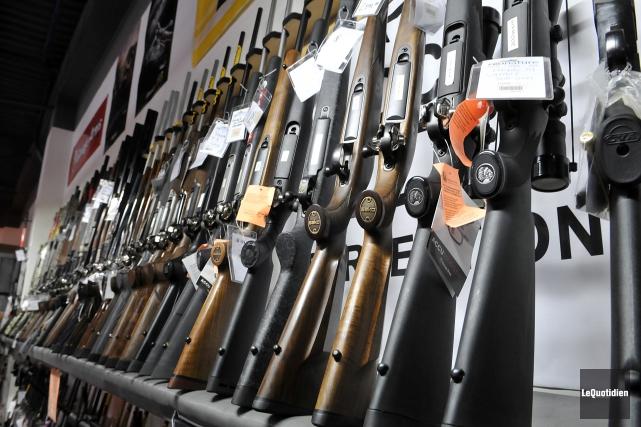 Le Québec compte actuellement 1,6 million d'armes de... (Archives Le Quotidien)