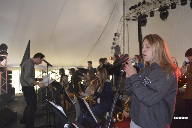 Des élèves de musique-étude de la polyvalente de... (Photo Le Quotidien, Louis Potvin)