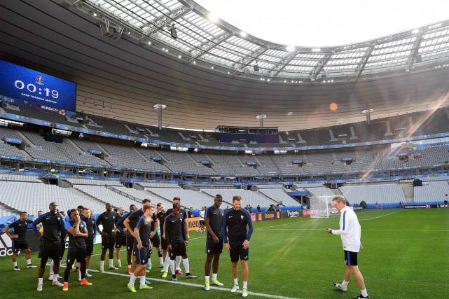 Les joueurs de l'équipe de France s'entraînent au... (AFP, Frank Fife)