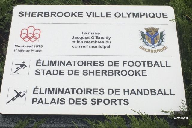 Une nouvelle plaque, rappelant la participation de Sherbrooke... (La Tribune, Alain Goupil)