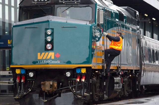 VIA Rail a annoncé vendredi avoir reçu un avis de grève indiquant que certains... (PHOTO ADRIAN WYLD, ARCHIVES LA PRESSE CANADIENNE)