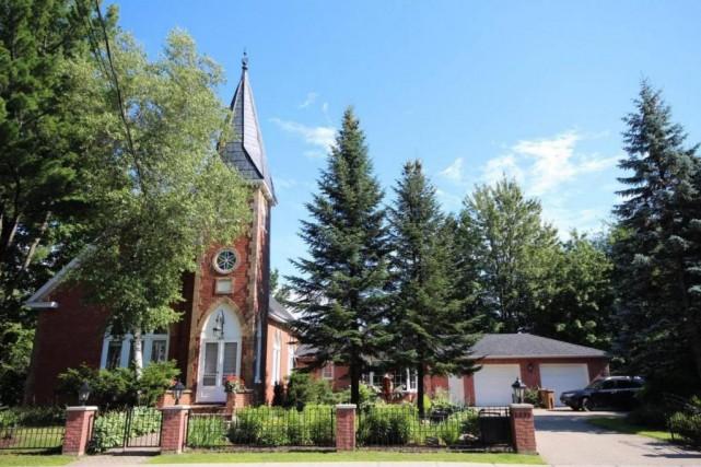 La maison-église de style gothique est séparée de... (PHOTO FOURNIE PAR GROUPE SUTTON)