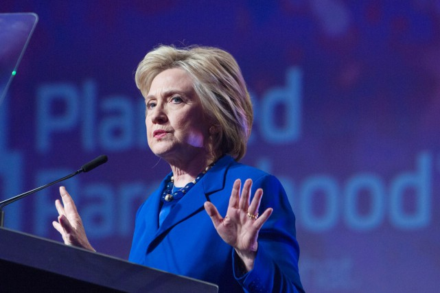 Hillary Clinton a de son propre aveu joué... (PHOTO CHRIS KLEPONIS, AFP)