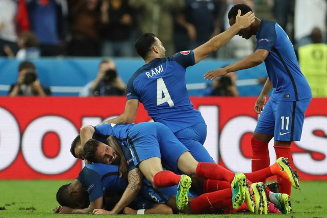 La France a signé une victoire in extremis... (PHOTO Lee Smith, REUTERS)
