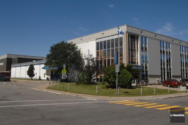 L'école secondaire Du Rocher... (Archives Le Nouvelliste)