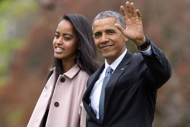 Barack Obama et sa fille aînée Malia, qui... (AP, Pablo Martinez Monsivais)