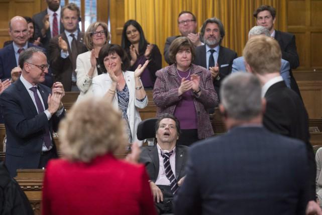 Les députés libéraux étaient très émotifs lors de... (Adrian Wyld, PC)