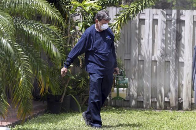 Les équipes sanitaires de Miami tentent d'éradiquer le... (Photo Lynne Sladky, Archives AP)