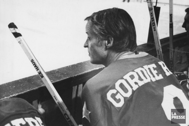 Gordie Howe a marqué près de 1000 buts... (PHOTO ARCHIVES LA PRESSE)