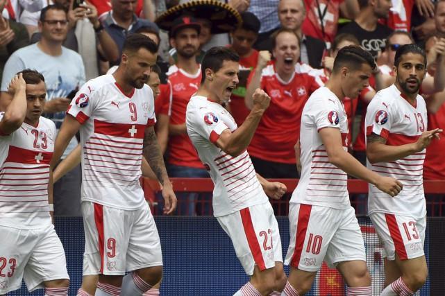 Fabian Schaer (au centre) a marqué le seul... (PHOTO GEERT VANDEN WIJNGAERT, AP)