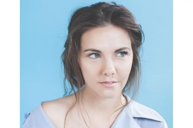 Laura Gagné vient de sortir une chanson, Chic... (Photo courtoisie, Éva-Maude TC-la ruche blanche.com)
