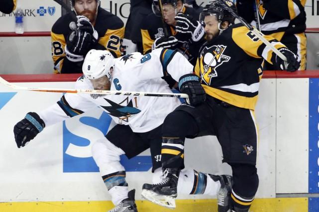 Joe Pavelski et les Sharks tenteront de forcer... (AP, Gene J. Puskar)