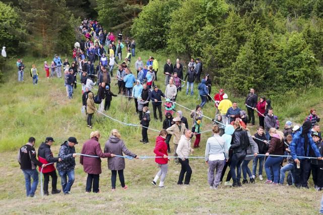 La corde qui mesurait 10 km de long... (AFP, Irina Ma)