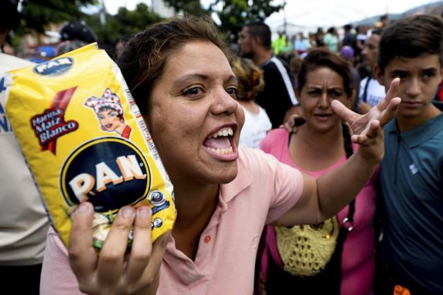 Les rayons des supermarchés au Venezuela sont quasiment... (AFP, Federico Parra)