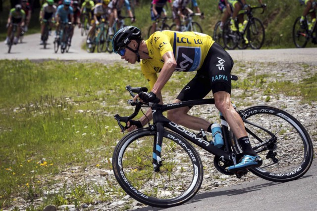 Chris Froome... (PHOTO LIONEL BONAVENTURE, AFP)