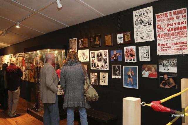 L'exposition compte plusieurs artéfacts, affiches et photos de... (Julie Catudal, La Voix de l'Est)
