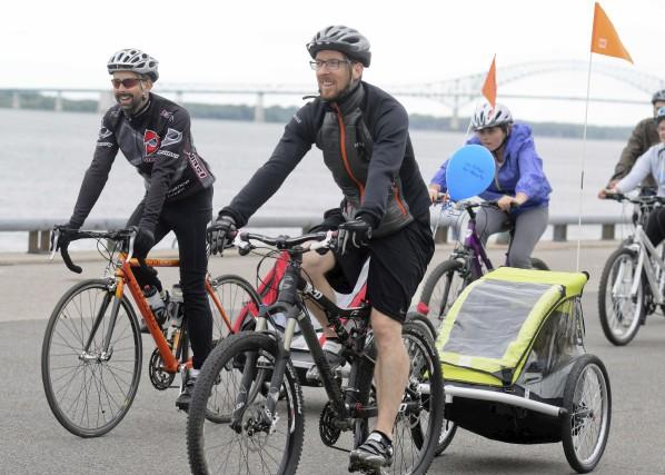 Cyclistes et coureurs envahissent le centre-ville (Andréanne Lemire)