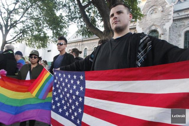 Des membres de la communauté LGBTQ se sont... (Simon Séguin-Bertrand, LeDroit)
