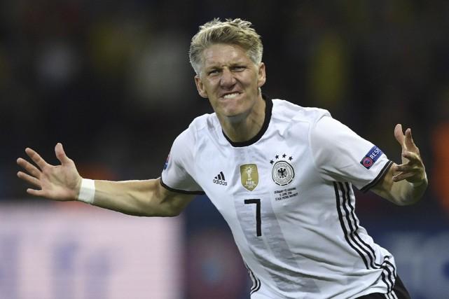 Le meneur de jeu des Allemands, Bastian Schweinsteiger,... (AFP, Martin Bureau)