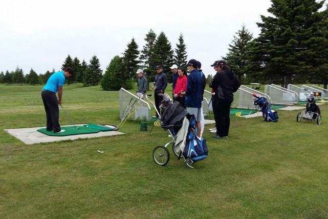 Une quarantaine de jeunes golfeurs ont participé au... (Photo courtoisie)