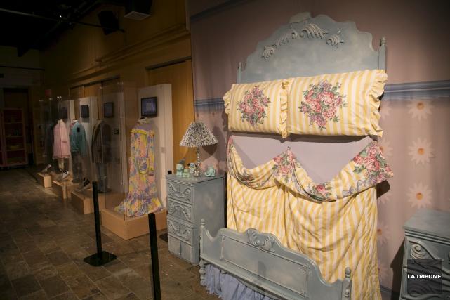 La dinde de Moman, les bigoudis de Thérèse, le papier peint au motif de cerises... (La Tribune)
