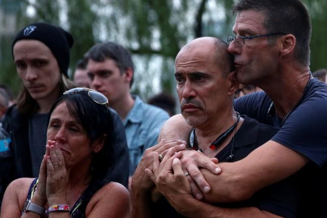 Wilfredo Perez (deuxième à doite) est serveur dans... (Photo Adrees Latif, Reuters)