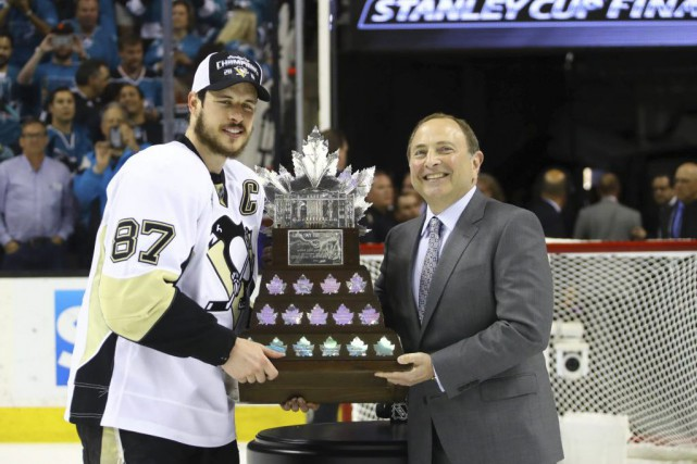 Le capitaine des Penguins, Sidney Crosby, et le... (Photo Bruce Bennett, USA Today Sports)
