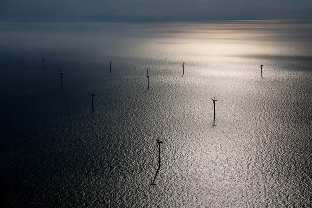 Des éoliennes sont vues dans la mer du... (PHOTO  Simon Dawson, ARCHIVES Bloomberg)