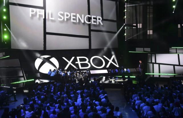 Le géant informatique Microsoft a dévoilé lundi sa nouvelle Xbox One au design... (PHOTO FREDERIC J. BROWN, AFP)