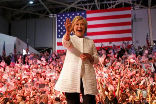 L'avance d'Hillary Clinton est insurmontable et légitime, écrit... (PHOTO SHANNON STAPLETON, REUTERS)