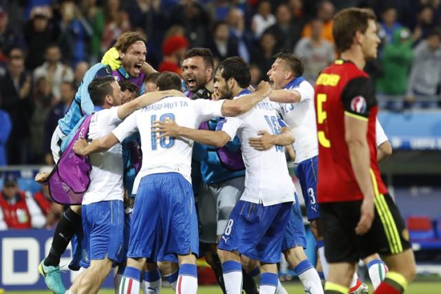 Faible, l'Italie? Elle a maté d'entrée la Belgique (2-0), un des favoris... (PHOTO AP)