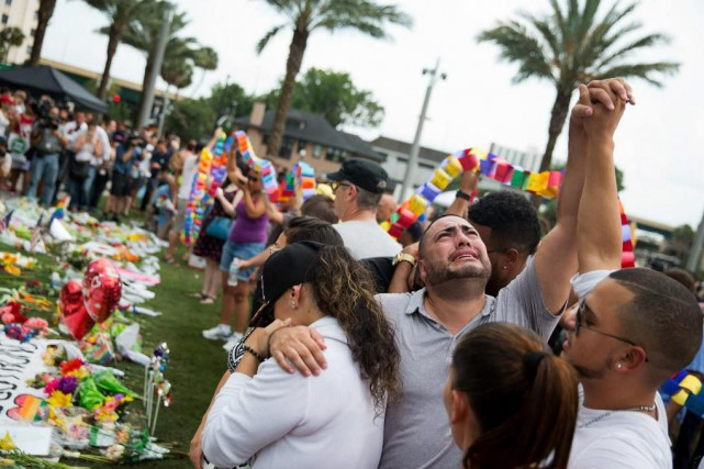 Deux jours après l'attentat contre le Pulse, les... (PHOTO AP)