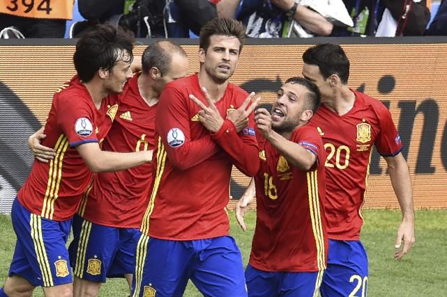 Gerard Piqué (au centre) a marqué à la... (AFP, Pascal Pavani)