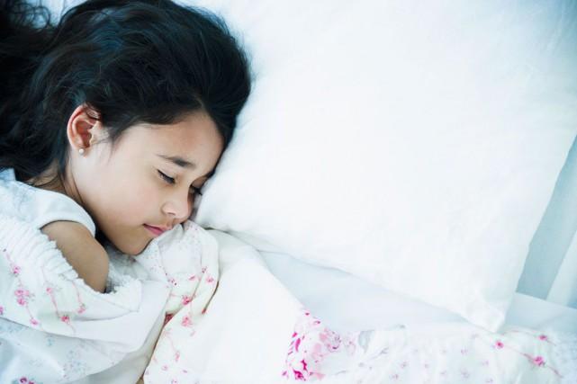 Des périodes de sommeil entre les séances d'étude semblent aider à se souvenir... (PHOTO MASTERFILE)