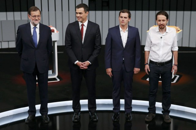 Mariano Rajoy, Pedro Sanchez, Albert Rivera et Pablo... (PHOTO JUAN MEDINA)