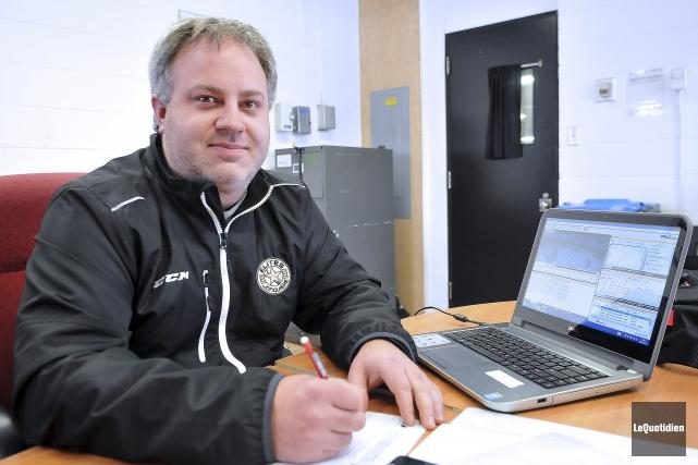 Le directeur de la structure intégrée et entraîneur-chef... (Archives Le Quotidien, Rocket Lavoie)