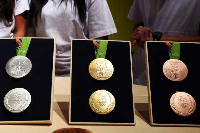 Les médailles des Jeux olympiques de Rio ont... (Photo Vanderlei Almeida, AFP)