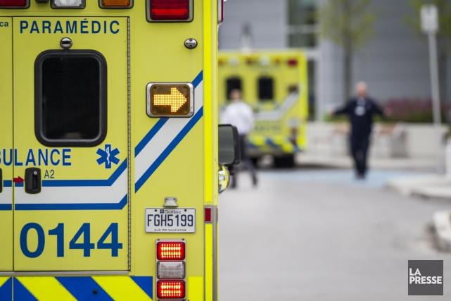 Un cycliste a été transporté à l'hôpital dans un état critique après avoir été... (PHOTO OLIVIER PONTBRIAND, ARCHIVES LA PRESSE)