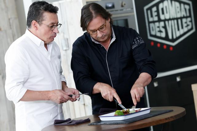 Normand Laprise et Daniel Vézina... (Fournie par Ici Radio-Canada, Elisabeth Cloutier)
