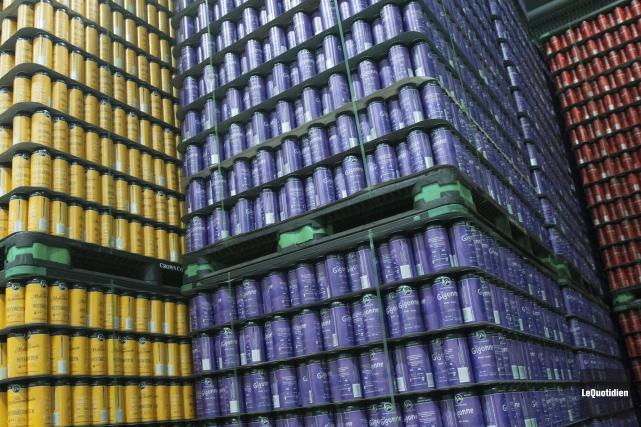 Les cannettes de bière de La Voie maltée.... (Photo Le Quotidien, Michel Tremblay)