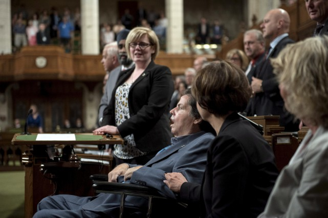 MaurilBélanger a été longuement applaudi par ses collègues.... (La Presse Canadienne)
