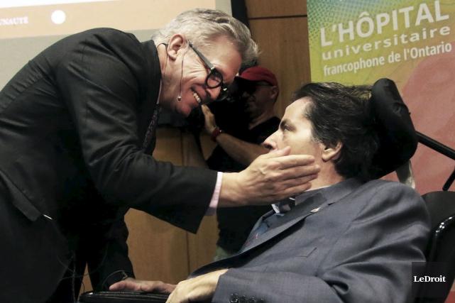 Mauril Bélanger en compagnie du Dr Bernard Leduc,... (Etienne Ranger, LeDroit)
